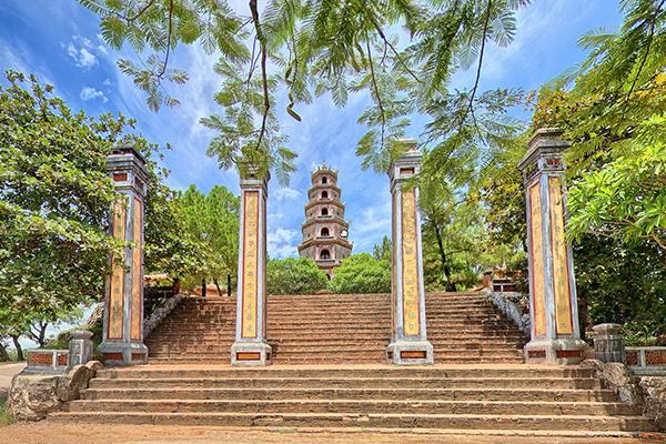 Hành hương tại chùa Thiên Mụ
