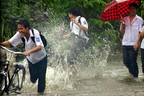Sài Gòn với những cơn mưa rào chợt đến chợt đi
