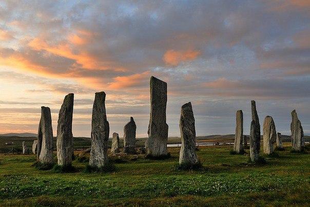 Bạn đã biết về những câu chuyện truyền thuyết hấp dẫn về bãi đá Callanish chưa?