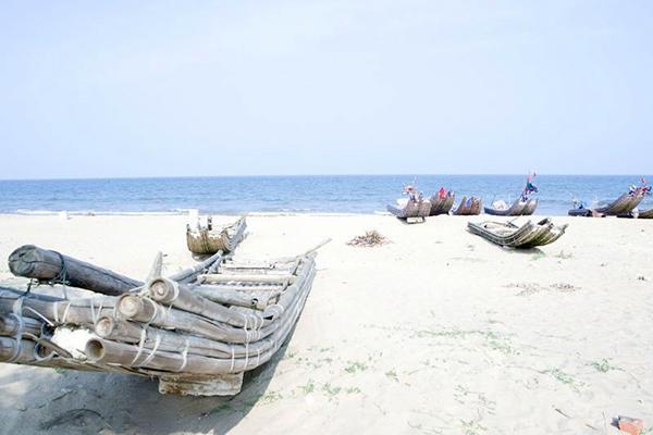 Khung cảnh bãi biển Hải Tiến đẹp hoang sơ