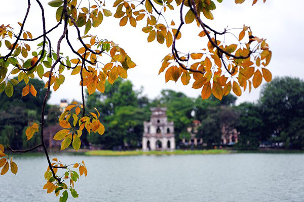 Hồ Gươm thơ mộng ngày thu