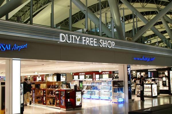 chat-long-mua-tai-duty-free-duoc-mang-len-may-bay