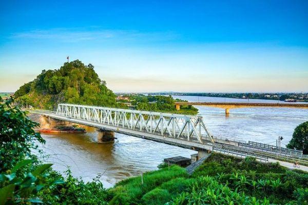 Đặt vé máy bay Nha Trang Thanh Hóa thăm cầu Hàm Rồng