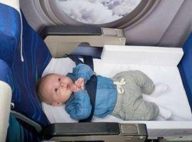Trẻ dưới 2 tuổi có phải mua vé máy bay?